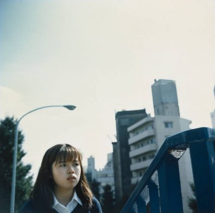girl-with-lamp-post